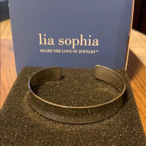 Lia Sophia Curvature Cuff